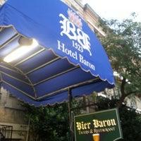 8/9/2012 tarihinde Chris G.ziyaretçi tarafından Bier Baron Tavern'de çekilen fotoğraf