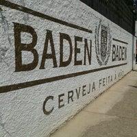 Foto tirada no(a) Cervejaria Baden Baden por Cíntia V. em 9/7/2012