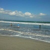 Foto scattata a Odysseys Surf School da Vijay R. il 6/14/2012