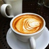 Photo prise au Urth Caffé par Linda C. le3/5/2012