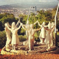 รูปภาพถ่ายที่ Jardins de Joan Brossa โดย Jessica C. เมื่อ 8/5/2012