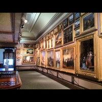Foto diambil di Crocker Art Museum oleh Nikelii B. pada 6/13/2012
