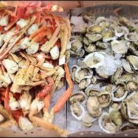 Das Foto wurde bei Village Seafood Buffet von Mike F. am 2/16/2012 aufgenommen
