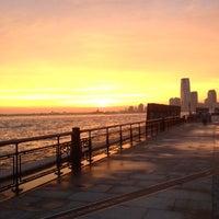 รูปภาพถ่ายที่ Hudson River Park โดย Peter K. เมื่อ 8/2/2012
