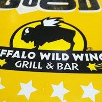 Foto tomada en Buffalo Wild Wings por Amy G. el 5/13/2012