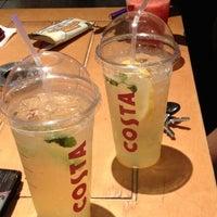 Foto tirada no(a) Costa Coffee por Kyriakos em 7/7/2012