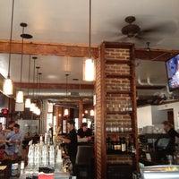 Foto diambil di Shaw's Tavern oleh MJ C. pada 6/11/2012