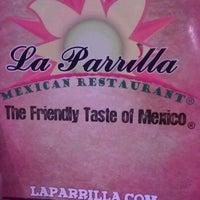 Foto tomada en La Parrilla Mexican Restaurant por LaTosha W. el 6/9/2012