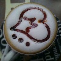 Foto tomada en Best Coffee House por Mümin C. el 4/28/2012