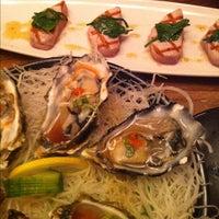 Photo prise au Blue Ribbon Sushi Bar & Grill par Paul S. le4/27/2012