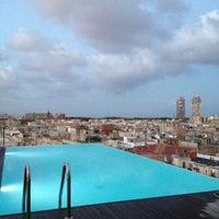 Foto scattata a Sky Bar da Sabine (Your Ambassadrice) d. il 8/27/2012