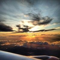 Das Foto wurde bei Edinburgh Airport (EDI) von Sam B. am 7/15/2012 aufgenommen