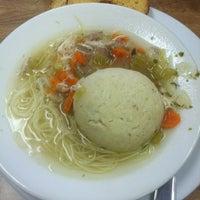 รูปภาพถ่ายที่ Weiss Deli and Bakery โดย Matt W. เมื่อ 6/7/2012