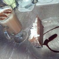 Das Foto wurde bei Romeo's Euro Cafe von Jenn am 7/16/2012 aufgenommen