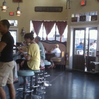 6/10/2012にMatt K.がElla's Americana Folk Art Cafeで撮った写真