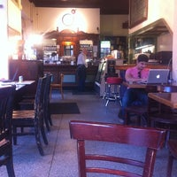 3/22/2012 tarihinde Ashley H.ziyaretçi tarafından Last Drop Coffee House'de çekilen fotoğraf