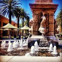 Foto tirada no(a) Fashion Island por Danny A. em 4/14/2012