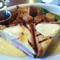 6/17/2012 tarihinde Pat B.ziyaretçi tarafından Blue Ridge Grill'de çekilen fotoğraf
