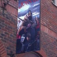 Foto tirada no(a) Jorvik Viking Centre por Andy T. em 6/4/2012