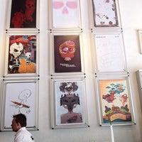 Foto diambil di MUMEDI Café & Shop oleh Inda H. pada 4/18/2012