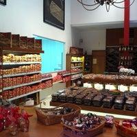 Foto tirada no(a) Loja da Fábrica Claids Biscoitos por Henry L. em 8/31/2012