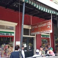 Foto tomada en Central Grocery Co. por Mack R. el 6/1/2012