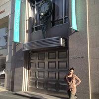 Foto tomada en Tiffany & Co. por Candell W. el 5/20/2012
