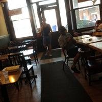 Foto scattata a Ashbox Cafe da Pete B. il 6/20/2012