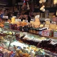 4/7/2012 tarihinde Raj S.ziyaretçi tarafından Monica's Mercato'de çekilen fotoğraf