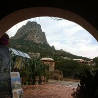 Foto tomada en Peña de Bernal por Deni el 7/13/2012