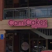 3/19/2012 tarihinde Laura P.ziyaretçi tarafından CamiCakes'de çekilen fotoğraf