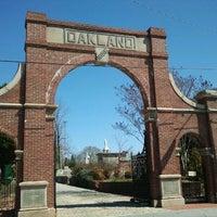 Das Foto wurde bei Oakland Cemetery von The Joy Writer J. am 3/10/2012 aufgenommen