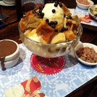 5/19/2012にGary L.がMax Brenner Chocolate Barで撮った写真