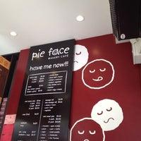 รูปภาพถ่ายที่ Pie Face โดย Sey P. เมื่อ 7/22/2012
