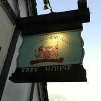 Photo prise au The Richmond Arms Pub par Bob C. le5/25/2012