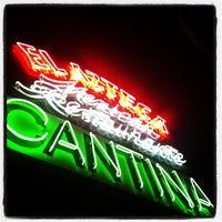 รูปภาพถ่ายที่ El Azteca โดย Tyler L. เมื่อ 5/3/2012