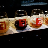 3/11/2012 tarihinde Jon O.ziyaretçi tarafından Fullsteam Brewery'de çekilen fotoğraf