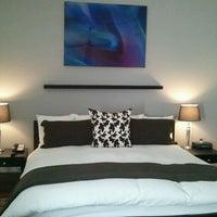 Снимок сделан в Crescent Hotel Beverly Hills пользователем Irene O. 2/28/2012