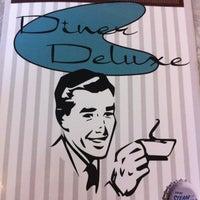 รูปภาพถ่ายที่ Diner Deluxe โดย MeredithU เมื่อ 2/20/2012