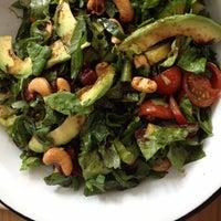Foto scattata a Juice & Salad da dora t. il 6/27/2012