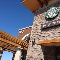 Foto tirada no(a) Starbucks por Bryan C. em 4/1/2012