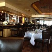 Das Foto wurde bei Cafe Milano von Carlos A. am 5/17/2012 aufgenommen