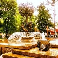 Снимок сделан в Фонтан-памятник «Адам и Ева под Райским деревом» пользователем Serazhutdin K. 5/28/2012