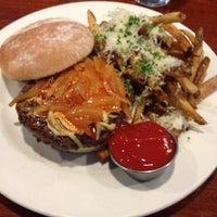 Снимок сделан в Coleman Public House Restaurant & Tap Room пользователем Adam B. 6/16/2012