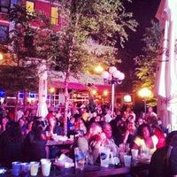 Das Foto wurde bei The Garden at Studio Square von Brandon R. am 6/10/2012 aufgenommen