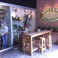 Foto tomada en Bottega Culinaria por Charly R. el 2/13/2012