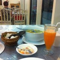 Foto tomada en Rumah Makan Turi Ikan Bakar por Maiden L. el 7/28/2012