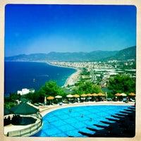 รูปภาพถ่ายที่ Utopia World Hotel โดย SK เมื่อ 8/23/2012