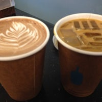 Foto scattata a Blue Bottle Coffee da Dids il 4/28/2012
