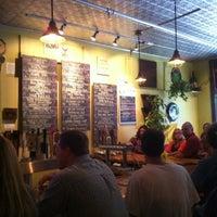 Foto tirada no(a) Three Penny Taproom por Hollie C. em 8/10/2012